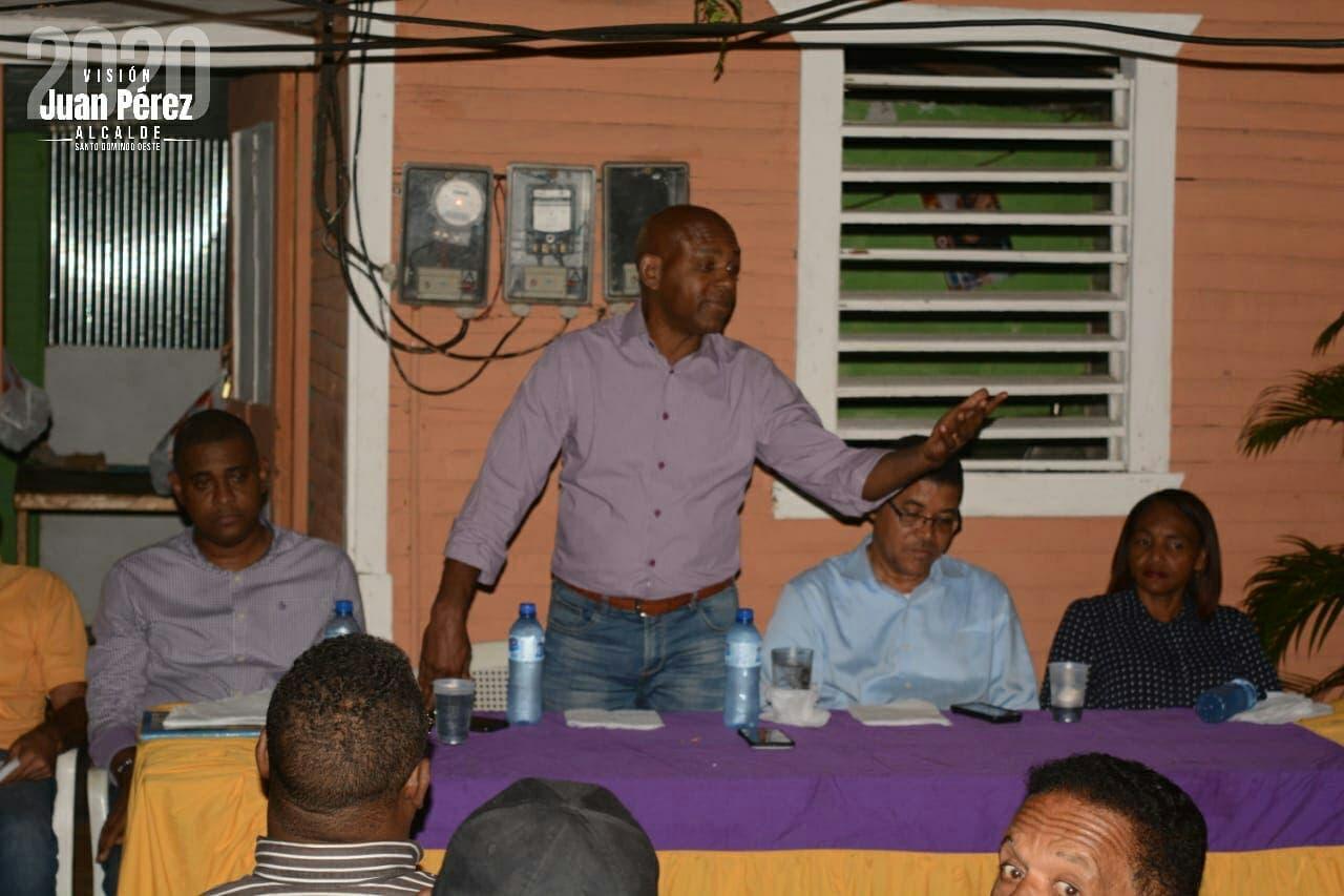 Precandidato a alcalde Juan Pérez juramenta bloque Eugenio Perdomo