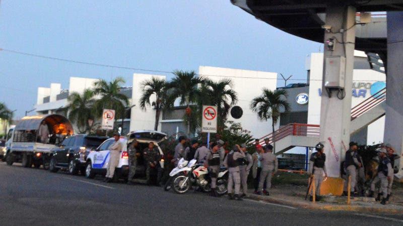 Así amanecieron muchas de la calles de Santo Domingo. Foto: Napoleón Marte.