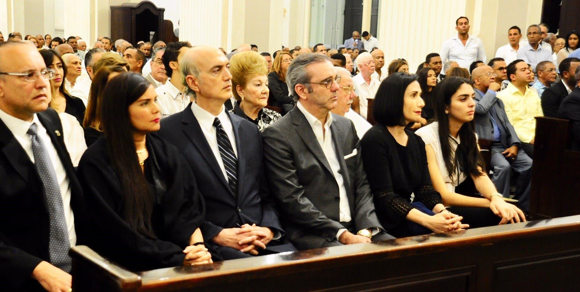 Realizan misa en la Catedral de Santiago en memoria de Abinader Wassaf