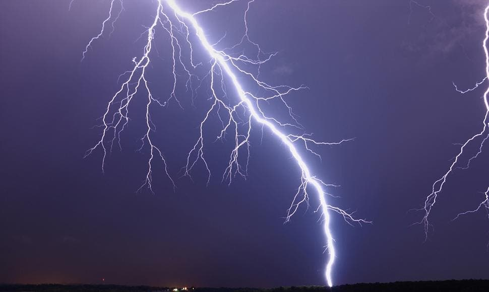 Muere una mujer en Buenos Aires por impacto de un rayo en medio de tormenta
