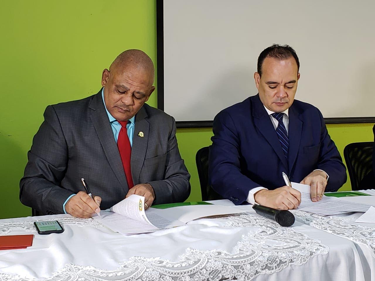 Colegio de Abogados  y COOPHERRERA firman convenio en favor de los afiliados