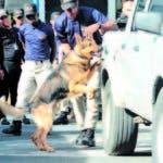 La Dirección Nacional de Control de Drogas (DNCD) graduó este viernes la Décimo Sexta Promoción de Binomios Caninos (K-9) que se integran a reforzar la lucha contra el narcotráfico y otros delitos en aeropuertos, puertos, fronteras, así como en todo el territorio nacional.  Hoy/Fuente Externa 14/12/18