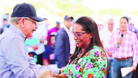 Presidente Medina apoya siembra de arroz ecológico