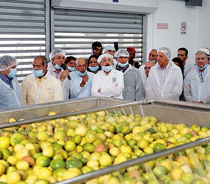 Presidente recorre dos  procesadoras de alimentos