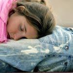 SANFERMINES 2005: PAMPLONA (NAVARRA) 10-07-05. Durmiendo en las calles de Pamplona tras disfrutar de una intensa noche en estas fiestas de San Fermín 200. EFE/JESUS CASO