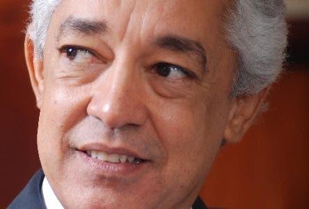 Luís Concepción, director de Comunicaciones y Publicidad. Durante el Almuerzo del Grupo de Comunicaciones Corripio en el periódico Hoy de la Republica Dominicana. 08 de septiembre de 2010. Foto Pedro Sosa