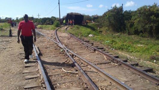 Técnicos del Central Romana buscan causas del accidente de locomotora que dejó dos muertos