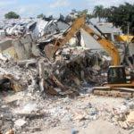 Reportaje sobre la planta de plástico que ayer sufrió una explosión en el sector de villa agrícola dejando mucho daño materiales y  muchas persona herida. En foto : los rescatista HOY Duany Nuñez 6-12-2018