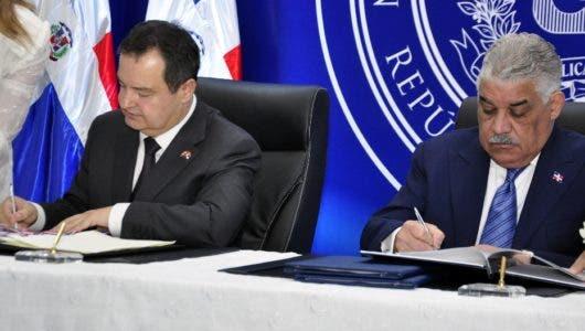 Acuerdo permitirá dominicanos viajar a Serbia sin visado
