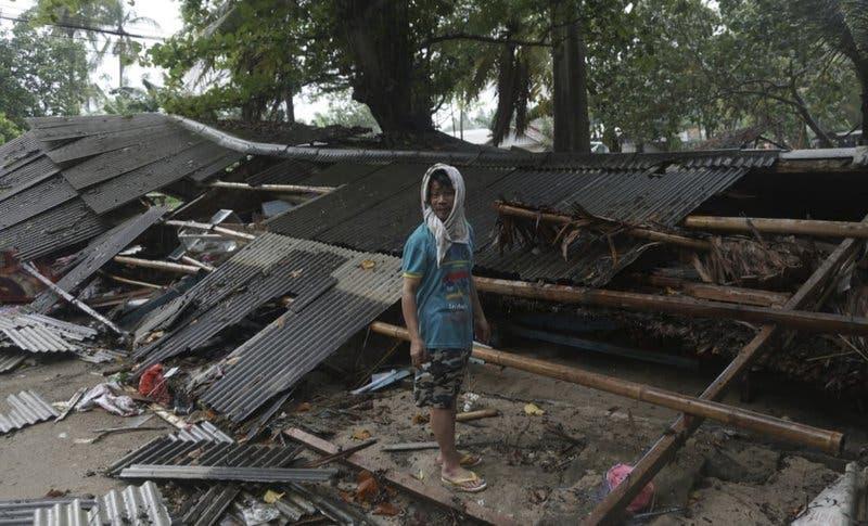 Tsunami deja 222 muertos, 843 heridos en Indonesia