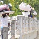 Reportaje del mercado binacional de Pedernales-Haiti y del cruce del rio en la frontera en el mismo lugar.Hoy/Ariel Diaz 3/12/10