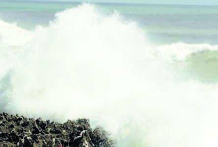 El País/ Reprotege del comportamiento de las olas del mar en la cercanía de Güibia en el malecón, Santo Domingo Distrito Nacional. Hoy/Andrés Monción 01/11/10