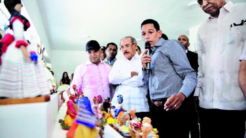 Peravia y San Cristóbal: Danilo supervisa resultados Visitas Sorpresa. Conversa con productores de café y mango y artesanos beneficiados. Fuente externa 23/12/2018