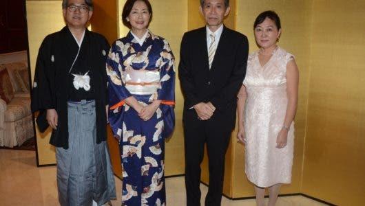 Celebran fiesta nacional y natalicio de Akihito