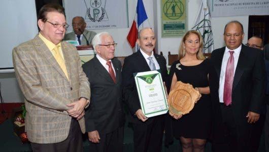 Realiza séptima versión Premio Nacional Medicina