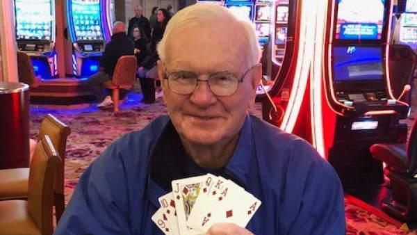 Conozca a Harold McDowell, el hombre que apostó cinco dólares para celebrar que su mujer ya no tenía cáncer y ganó un millón
