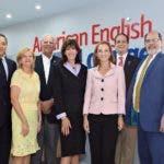 La Embajada de los Estados Unidos en Santo Domingo, en colaboración con el Instituto Cultural Domínico-Americano, inauguraron el primer American English Lounge, un centro de recursos destinado a la promoción de herramientas de enseñanza del inglés gratuitas desarrolladas por el Departamento de Estado de los Estados Unidos.