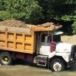 La extracción indiscriminada de materiales de para la construcción de la ribera del rio Camú, acción que se atribuye mayormente a las autoridades municipales, provoca preocupación en diferentes instituciones que conforman la sociedad civil defensoras del Medio Ambiente y de la preservación de los Recursos Naturales en Montellano. Fuente externa 11/12/2018