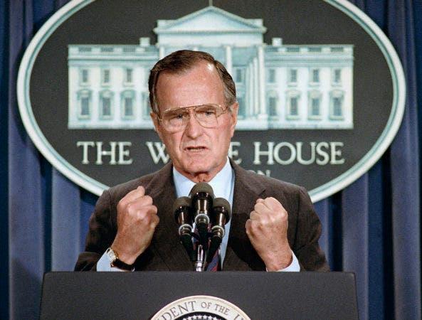 8. 5 de junio de 1989, el Presidente de los Estados Unidos George H.W. Bush lleva a cabo una conferencia de prensa en la Casa Blanca en Washington, donde condenó la represión china contra los manifestantes a favor de la democracia en la Plaza de Tiananmen en Beijing.