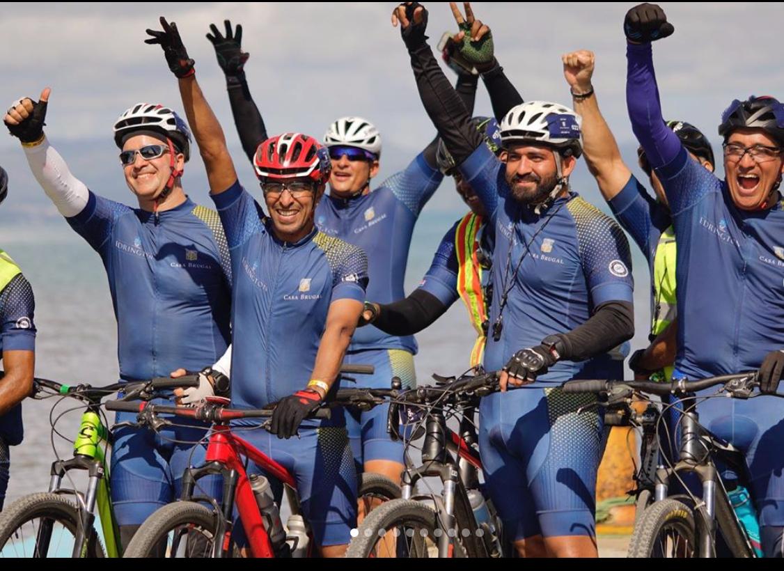 Más de 100 ciclistas de Casa Brugal pedalean desde San Pedro de Macorís a Puerto Plata por instituciones benéficas