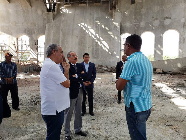 Danilo Medina supervisa construcción de Santuario en municipio Bayaguana