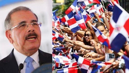 """Dominicanos en NY elogian presidente Medina por aumento """"Gracia Navideña"""""""