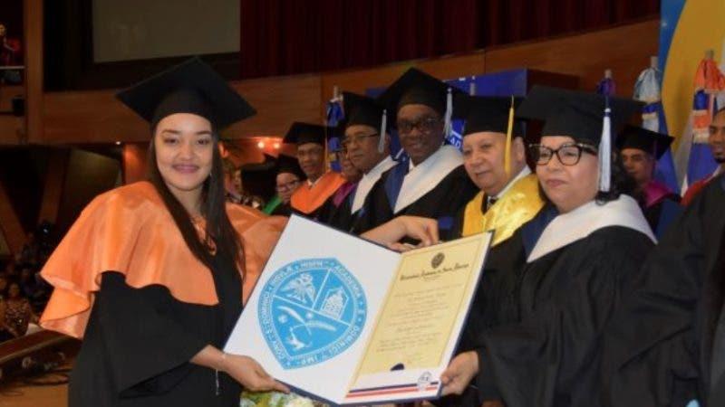 Emma Polanco en graduación