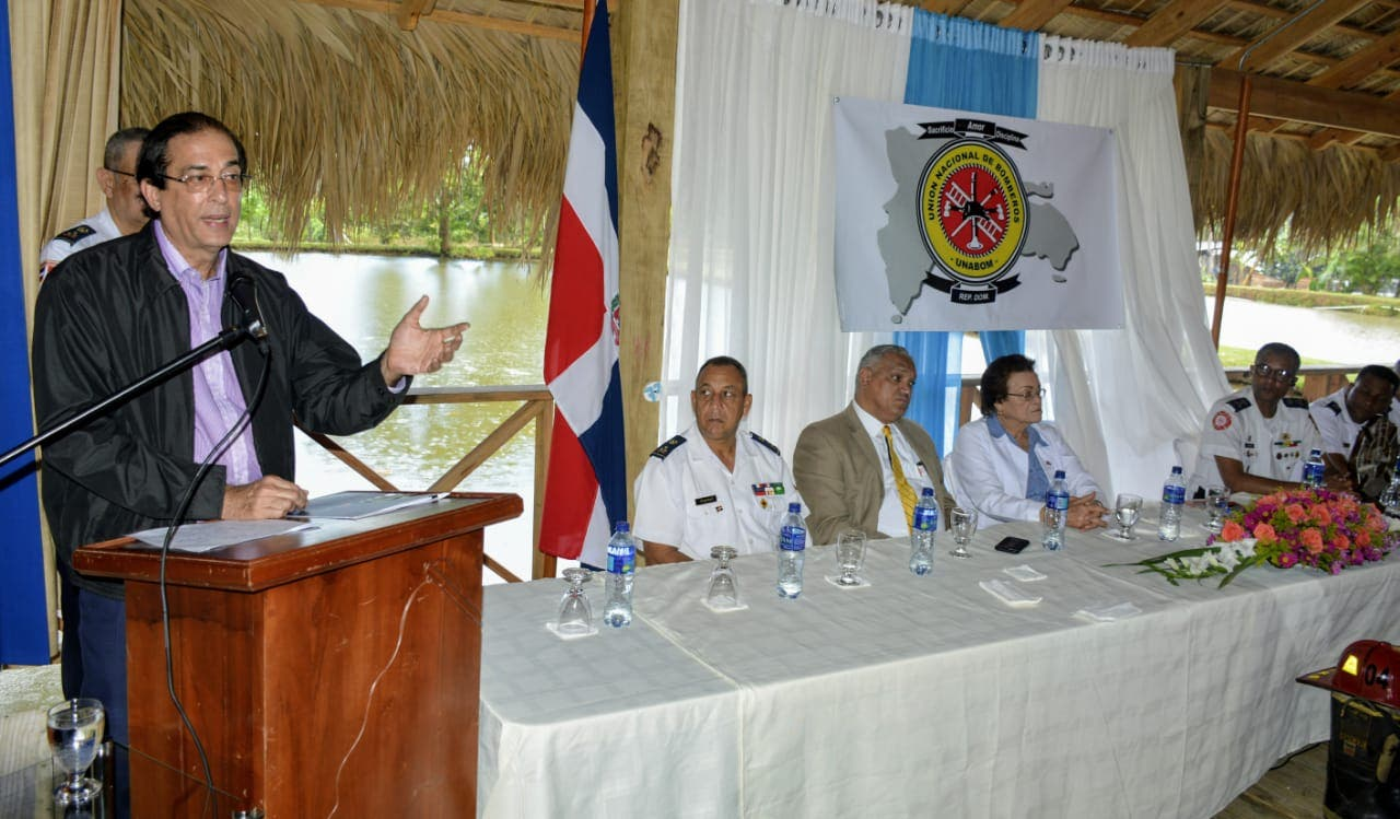 Gobierno anuncia mejora salarial para los bomberos del país