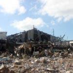 Reportaje sobre la fabrica de plástico que sufrió una explosión en el sector de villa agrícola dejando mucho daño materiales y  muchas persona herida. En foto :  rescatista HOY Duany Nuñez 9-12-2018