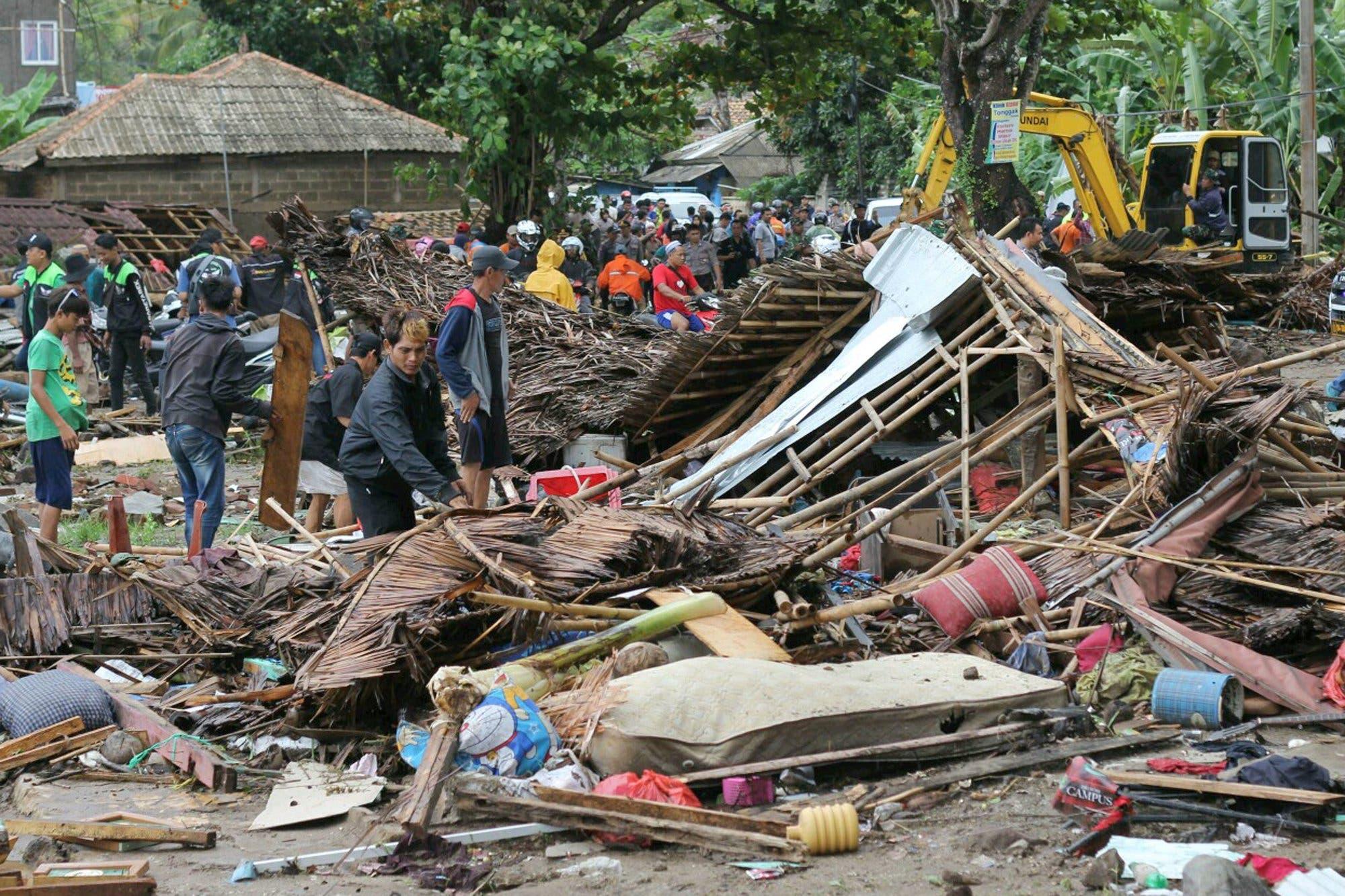 Al menos 222 muertos y más de 843 heridos por tsunami en Indonesia