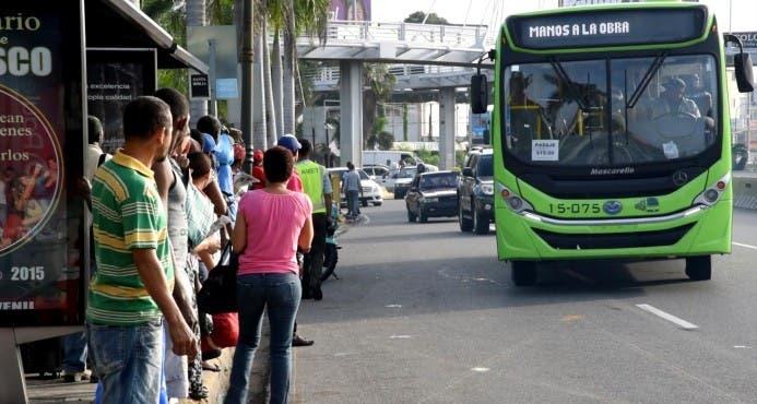 En silencio, con aires apagados, ventanas abajo y otras medidas operarán autobuses de la OMSA