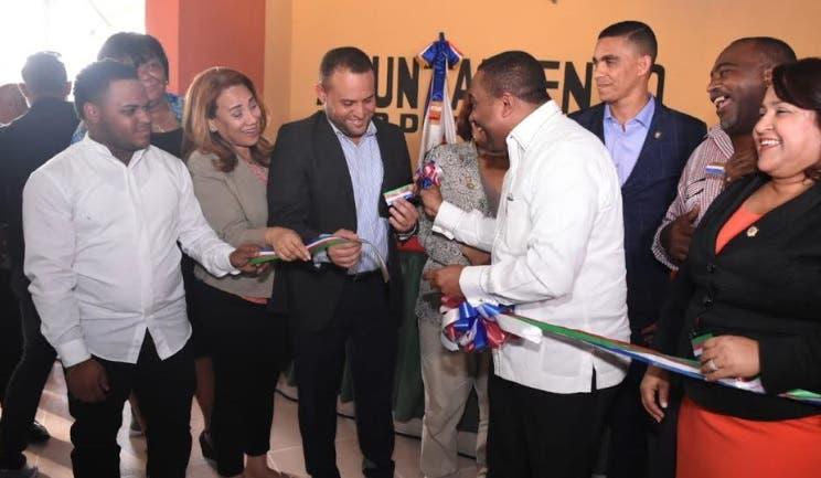 Alcalde René Polanco entrega parque recreativo en Los Palmares de Sabana Perdida