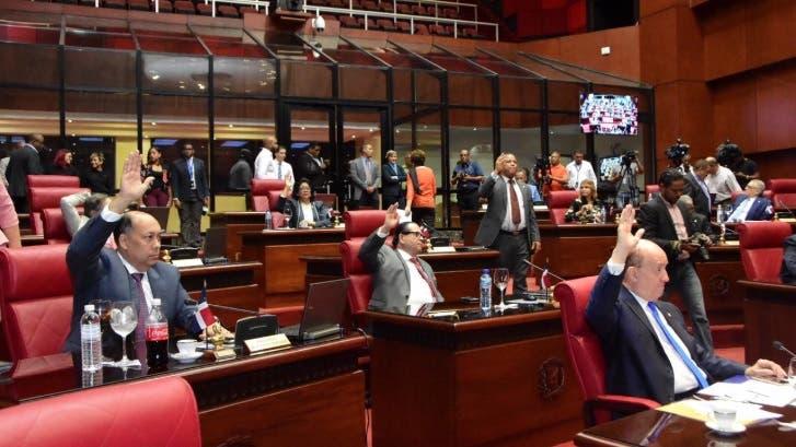 Senadores aprueban proyecto de ley crea el municipio Santiago Oeste