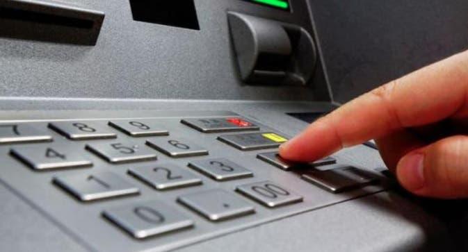 Mujer se hizo pasar por empleada DGII y una institución financiera le aprobó un préstamo