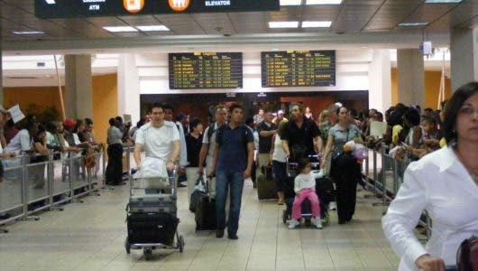 """Aduanas inicia la """"Gracia Navideña"""" a dominicanos ausentes"""