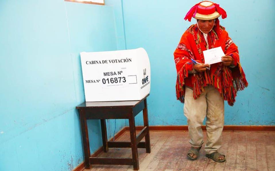 Peruanos aprobaron ayer no reelección a los legisladores