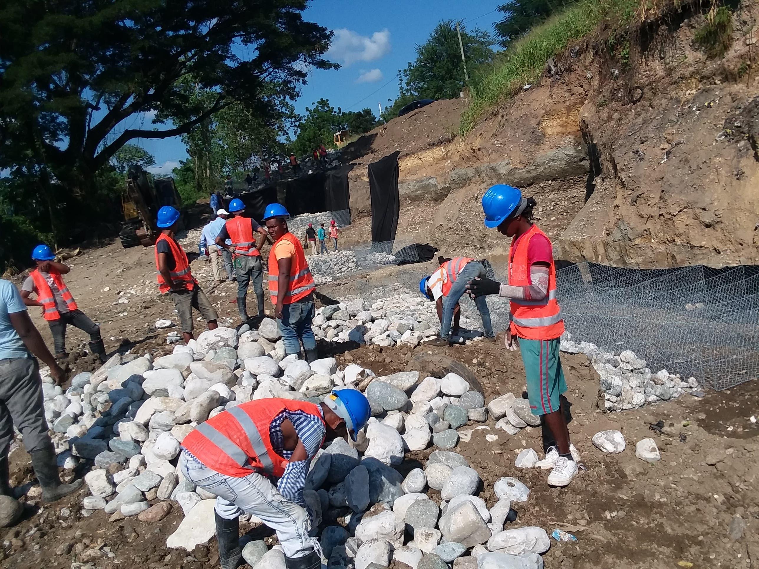 Gobierno inicia trabajos  muro de la Avenida 6 de Noviembre