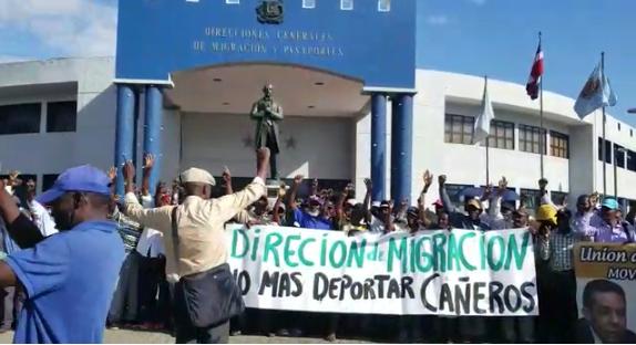 Video Cañeros: «gobierno le dió papeles a los haitianos que cruzaron con contrabando la frontera, no a los que vinieron a picar caña»