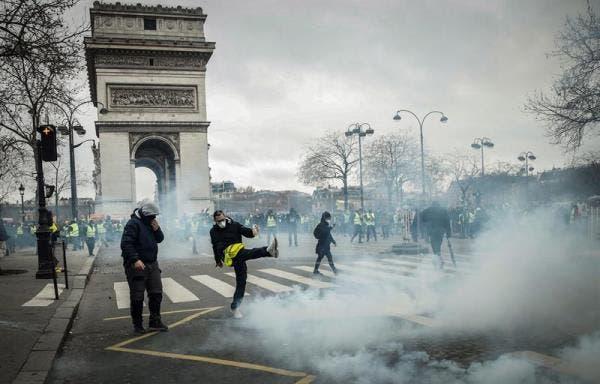 Primeros brotes de violencia entre policías y los «chalecos amarillos»