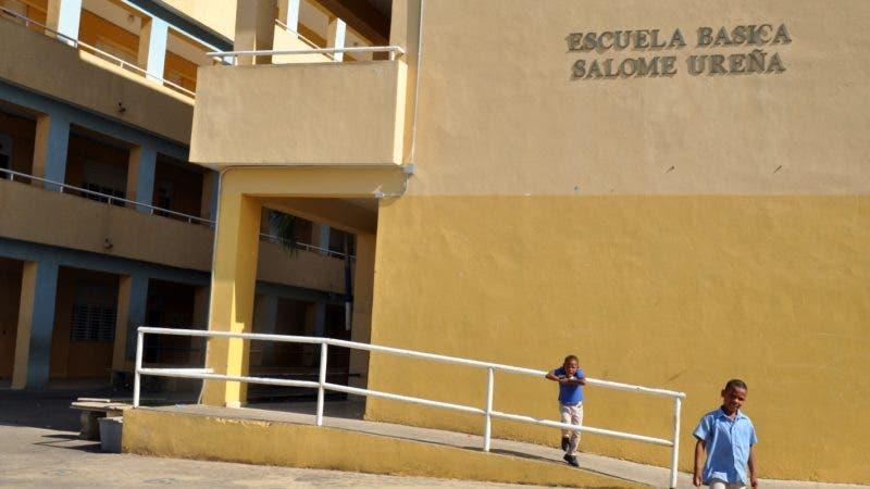 Recorrido a escuelas de santo Domingo, para comprobar la asistencia de estudiantes después del asueto de Navidad: Escuela   Básica Salomé  Ureña . Hoy/ Arlenis Castillo/07/01/19.