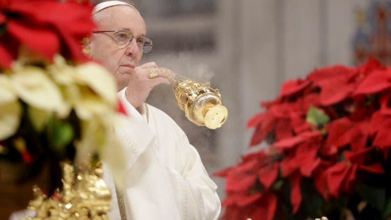 El papa Francisco durante la misa de la Epifanía en la basílica de San Pedro del Vaticano, el 6 de enero de 2019. (AP Foto/Andrew Medichini)