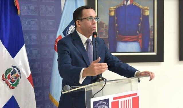 Navarro instruye a personal a contribuir con transformación institucional