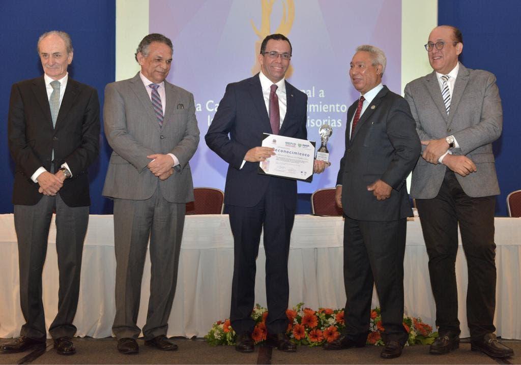 Navarro afirma desarrollo sostenible se logra con alianza del Estado y la sociedad civil