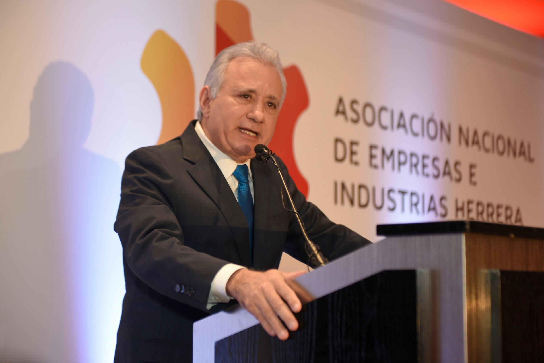 Ex presidente ANEIH: «He visto como políticos corruptos entran en complicidad con pequeñas élites empresariales»