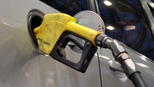 Los combustibles bajan entre 40 centavos y RD$2.70