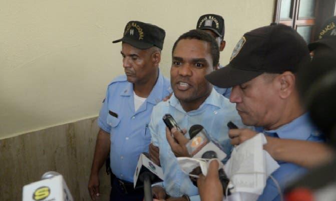 Ex embajador Domi Santana, enviado a juicio de fondo por caso incesto en perjuicio hijastra