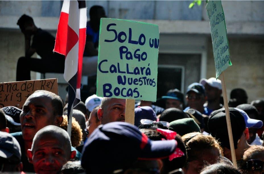 Descendientes de familia Rosario exigen pago de herencia millonaria frente a embajada España en RD