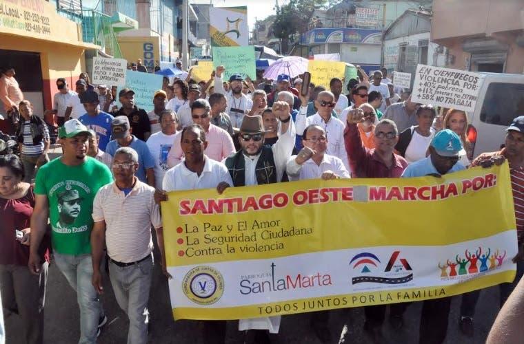 """En Cienfuegos marchan pidiendo """"mano dura"""" contra la delincuencia"""