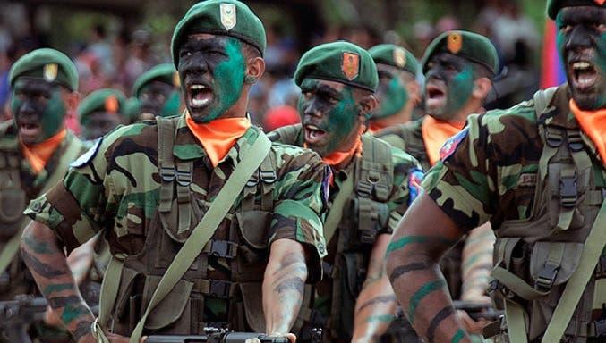 """Maduro ordena ejercicios militares y pide """"revolución"""" en Fuerzas Armadas"""