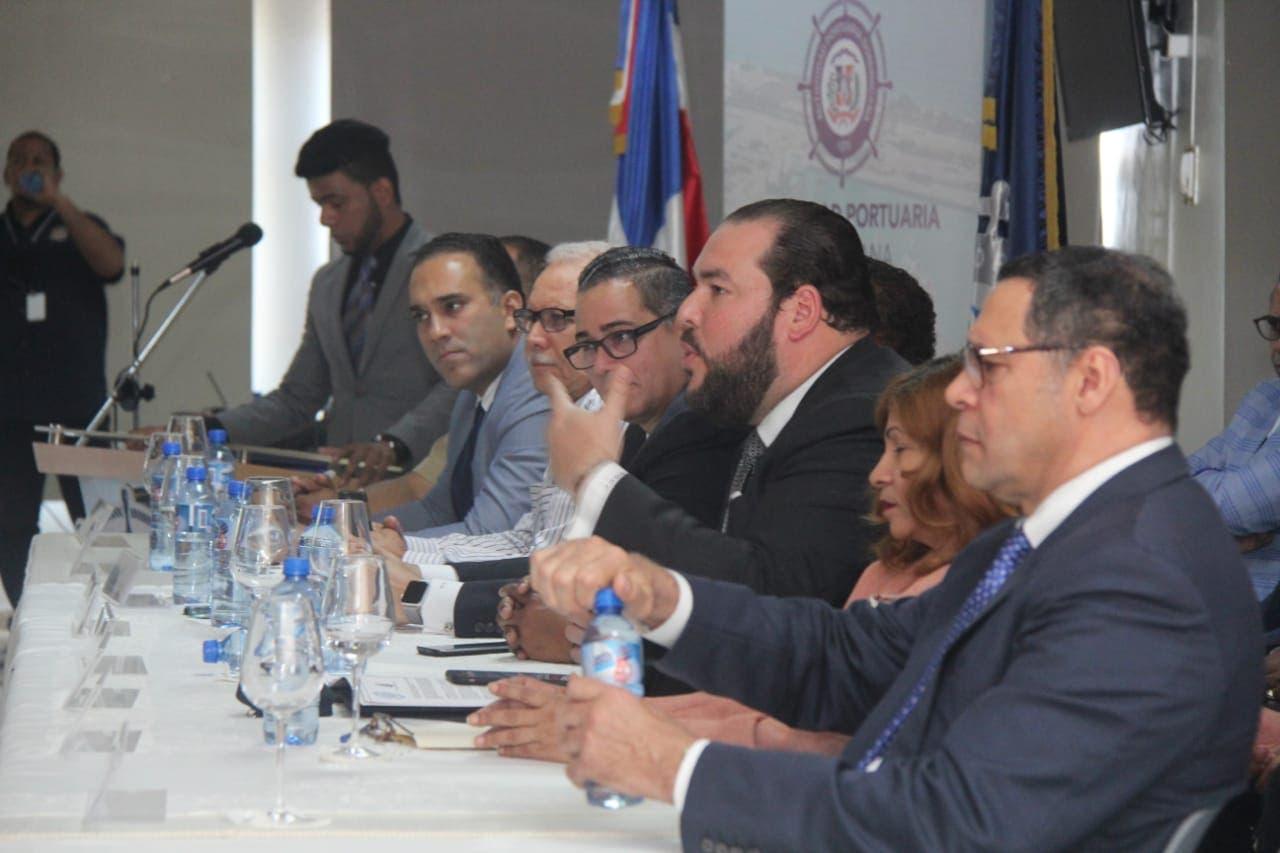 Autoridad Portuaria, Ministerio de Hacienda y Ministerio de Trabajo se reúnen con sindicatos de trabajadores portuarios